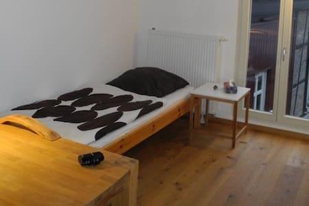 Gästezimmer - Ruhe, Privatsphäre, Anbindung - Wiesbaden - Bed & Breakfast