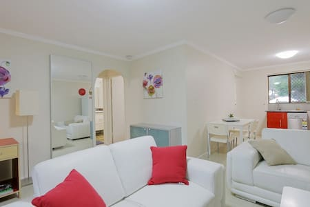 Parkline2 GF Best Location FreeWifi+Netflix+B'fast - Apartment