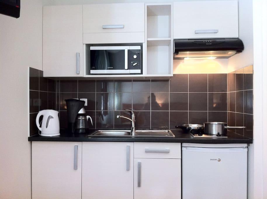 Cuisine contemporaine cuisine quip e petit cuisine for Cuisine equipee contemporaine