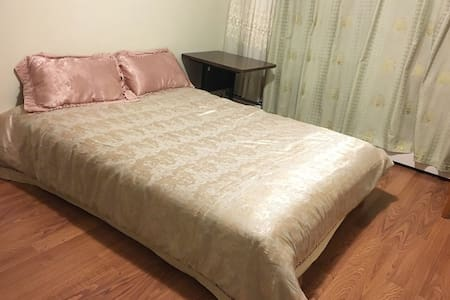 Cozy clean room in beautiful condo! - Wohnung
