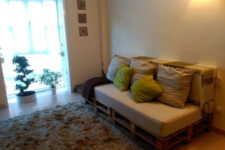 Charming & Cozy Flat, Sleeps 4! - Madrid - Apartamento