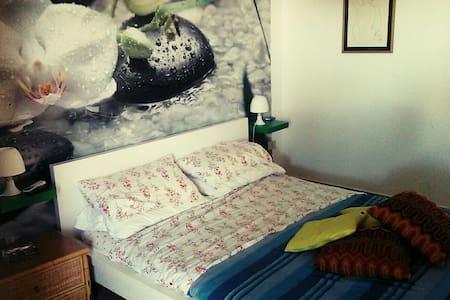Stanza in villa liberty - Casteldaccia, Sicilia, IT - Hus