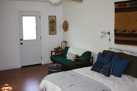 Private Casita Near Downtown L.A. - Guesthouse