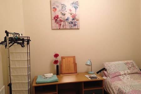 Cosy single, wifi - near uni & city - Bradford - House