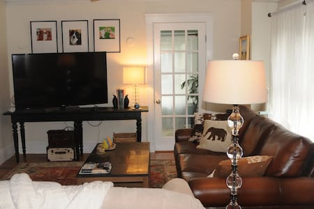 Beautiful Condo w/ Driveway Parking for 2 - Arlington - Condominium