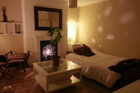 Zen large private room,5 min walk to South Croydon - Croydon