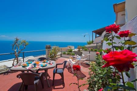 """Casa""""bona"""" holiday in the heart of the AmalfiCoast - Haus"""