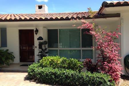 LAKE HOUSE in South Miami - Casa