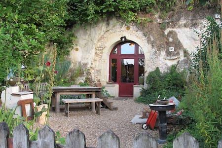 Charmant loft troglodyte dans village classé - Luola