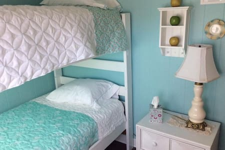 Calico Cattage Retreat Center - Troy - Bed & Breakfast