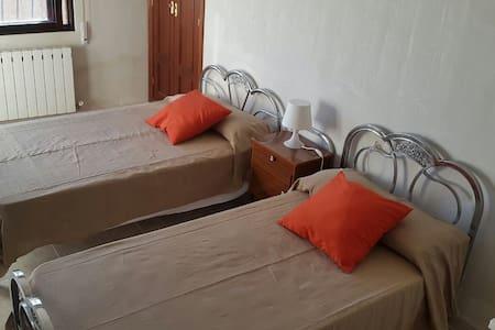 Habitación doble soleada  - Hus