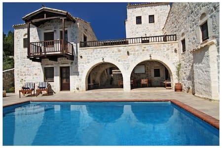 Stone Castle Villa - Athens suburbF - Schinias - Villa