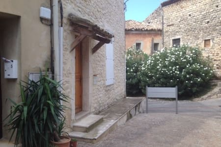 Maison de village avec jardin privé - Hus