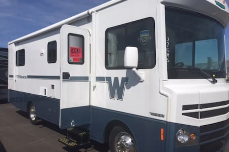 New Winnebago Class A Tribute Motor Home. - Apartment