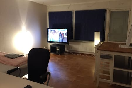 A big room 450m from metro station. - Stockholm