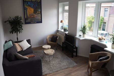 Zonnig, ruim appartement 2,5 km van het centrum - Haarlem - Apartamento