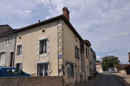 La Maison Au Coin French Room - Le Vigeant - Bed & Breakfast