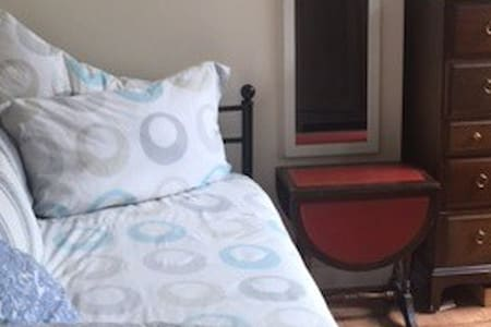 BRIGHT AND COSY SINGLE ROOM AMAZING TRANSPORT LINK - Apartment