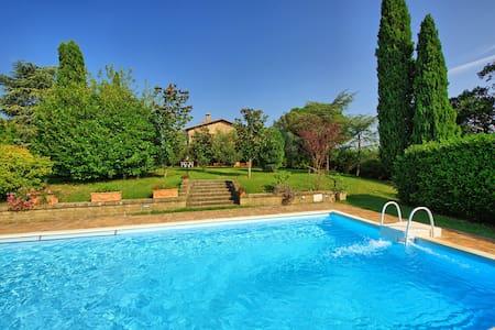 Casale Giulio, sleeps 7 guests in Cetona - Cetona - Villa