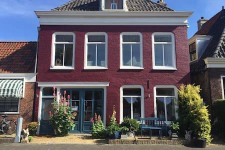 B&B  - Ieke`s Ateliertje ( Centrum) 1-2 pers. - Townhouse