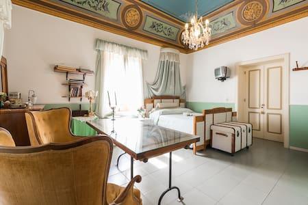 Camera Giuliana vista mare a Salina - Leni - Villa