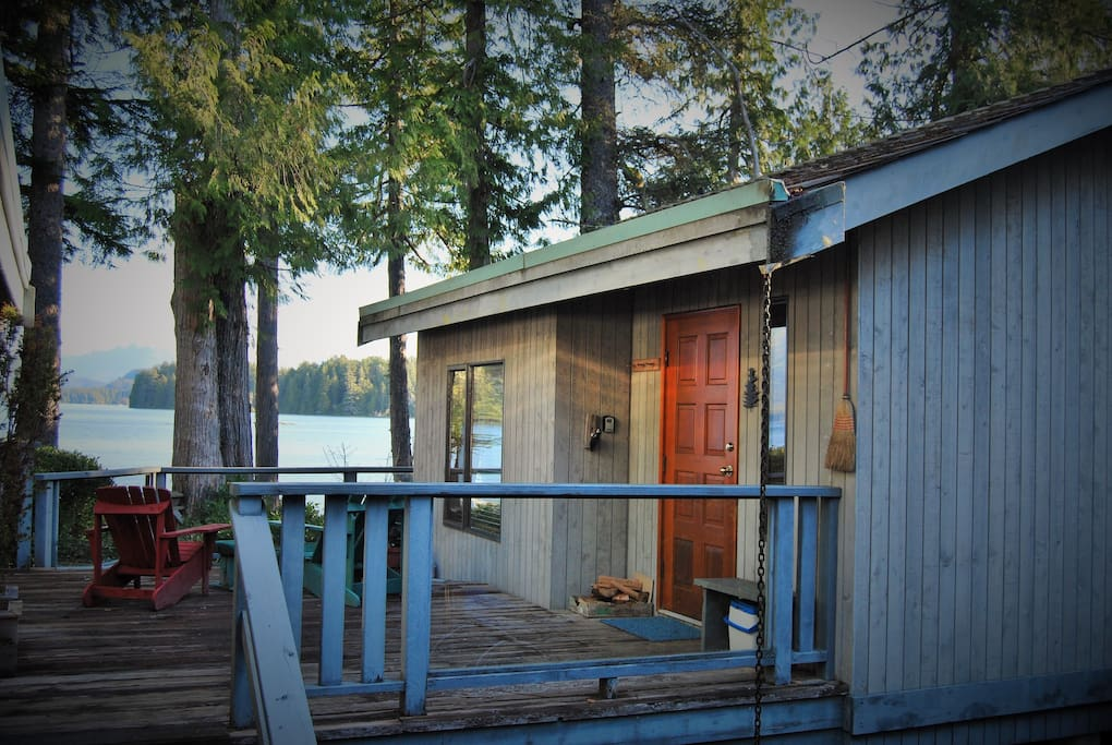 Cost west coast cabin on the waterfront!