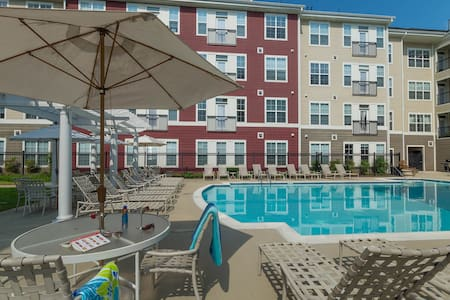 Luxury, Poolside Apt. Just steps from everything. - Annapolis - Apartment