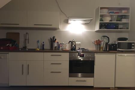 Gemütliches 22qm Zimmer mit Balkon - Aix-la-Chapelle - Appartement