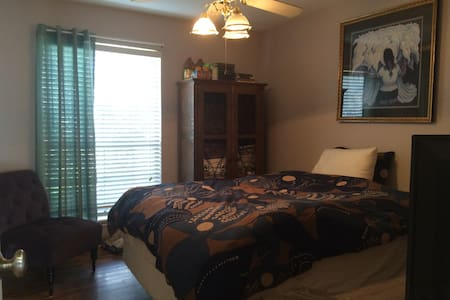 Queen Room w/ Bath & Amenities - Corpus Christi - Casa
