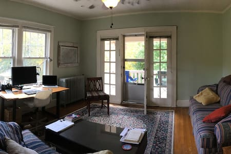 Charming, Light-Filled Montford Apartment - Asheville - Appartement