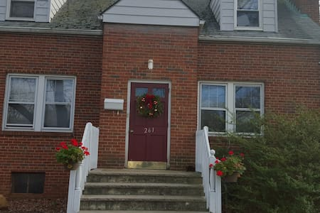 Furnished room in a two bedroom house - Highland Park