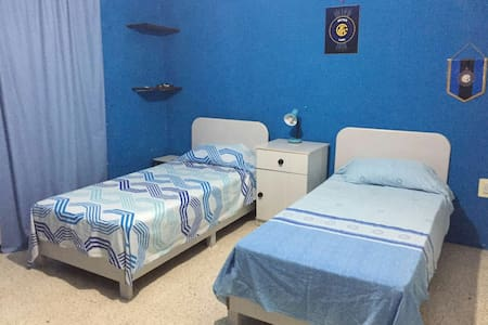 Spacious twin bedroom in Mosta - House
