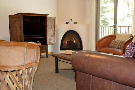 Cozy Taos Mountain Condo with Hot Tub! - Taos Ski Valley