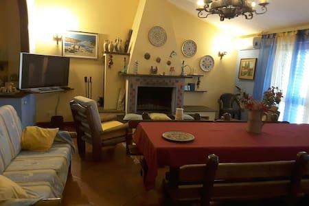 Mansarda arredata e climatizzata - Piedimonte Etneo - House