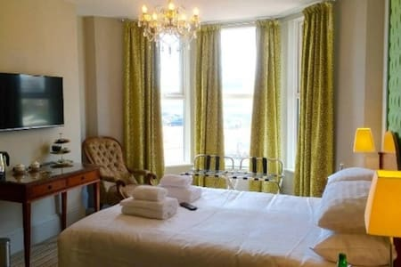 Boutique B&B with views of De La Warr Pavilion -2 - Bed & Breakfast