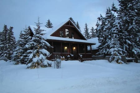 Banff Bear B & B (sleeps 4)