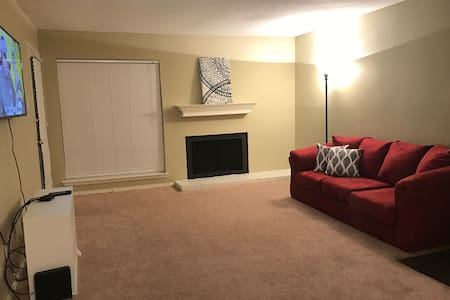 Spacious 1 bedroom get away ! - Byt