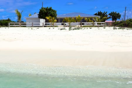 T Caicos BeachsideBungalow on secret PRIVATE beach - Huis