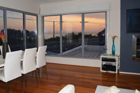 Seaside Modern House free parking & wifi - Beaumaris - Haus
