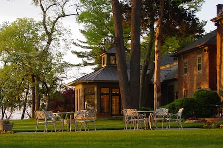 Great Oak Manor - Bed & Breakfast