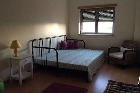 Quarto privativo com cama de casal - Appartement