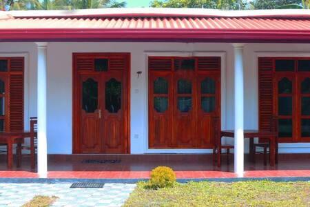 A/C Room  - Mirissa - Thalaramba - Bed & Breakfast