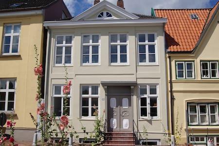 Glückstadt de luxe Am Hafen 13 - Casa