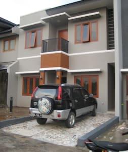 Location Near Campus In Southern Jakarta Tangsel - Yatakhane