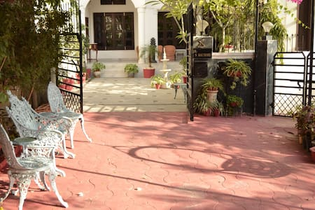 Deluxe Room with Large Balcony & Lake view - Udaipur - Villa