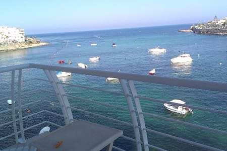 New - Sea Front Apartment| Views - Wifi - Sleeps 5 - Byt
