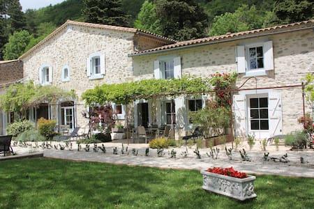 Les Jardins de Soulane ( site Web et Face Book ) - Belcastel-et-Buc - Bed & Breakfast