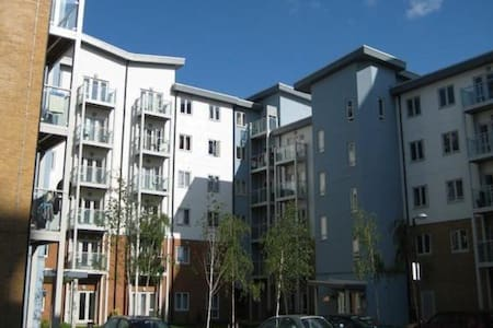1 bed spacious flat close to Slough train station - Appartement
