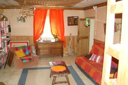 chambre dans maison tranquille avec jardin - Saint-Martin-de-Valgalgues
