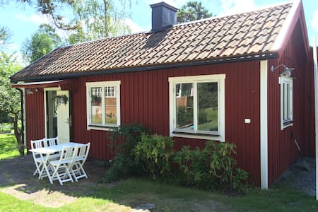 Cozy guesthouse by the sea - Saltsjöbaden - House
